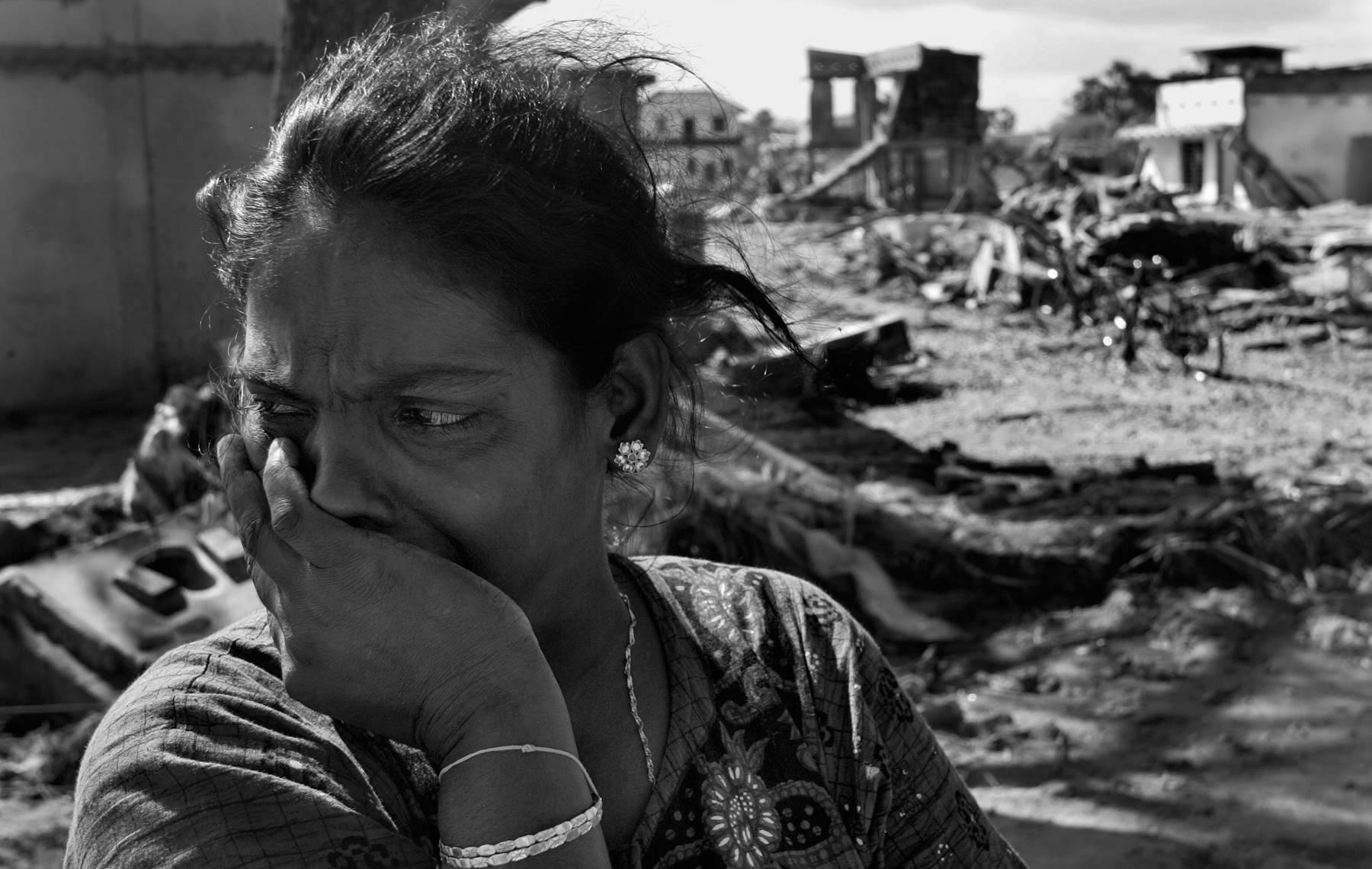 Sri Lankan woman mourns tsunami victims
